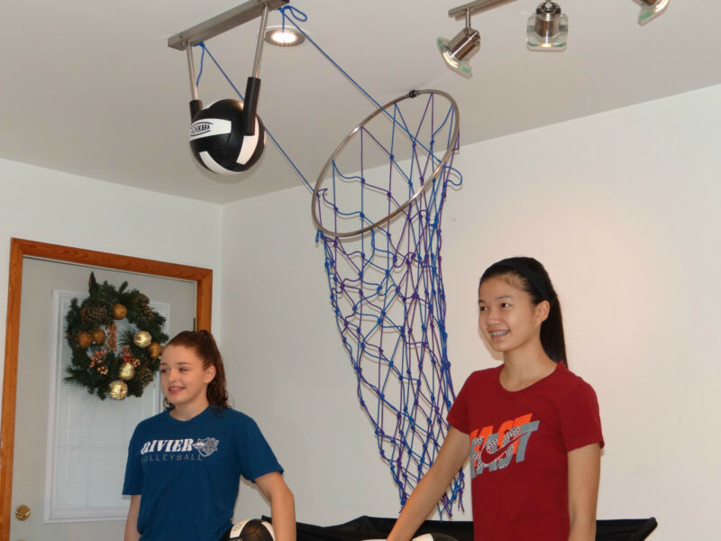 Volleyball Spike Training System (Blue & Purple).