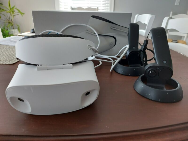 Dell VR118 Visor VR Headset with Controllers WMR Windows Mixed Reality