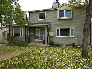 3 Bedroom Townhouse in Sherwood Park! Fenced Yard!