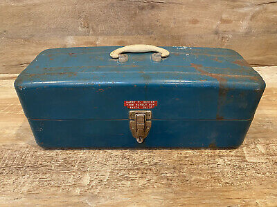 Tool box Tackle box ** gray with worn patina Mid century Vintage Metal UNION WATERTITE Tackle Chest