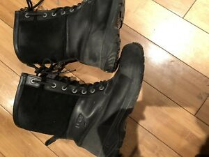 Size 7 man or size 9 womans black UGG