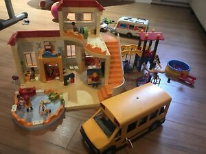 Gros lot de playmobil et table de jeu