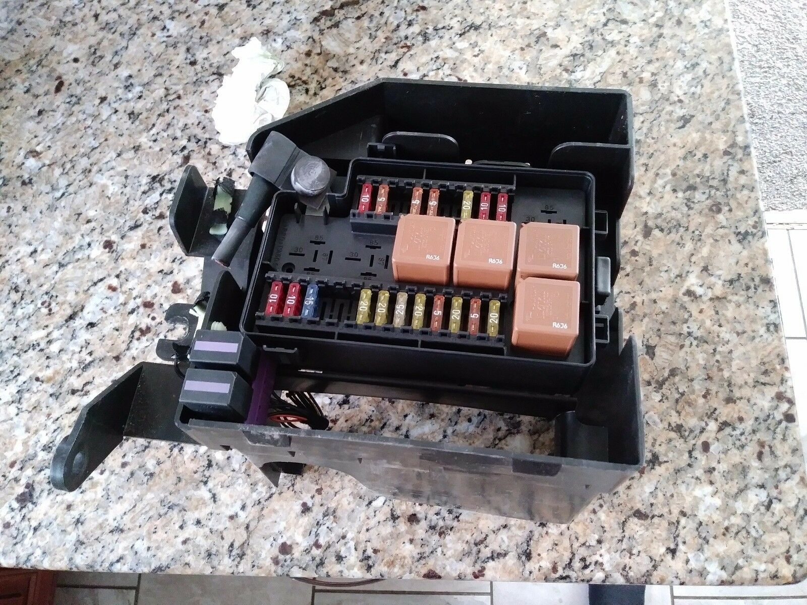 Jaguar XJ8 trunk fuse box with all fuses 1998-2003