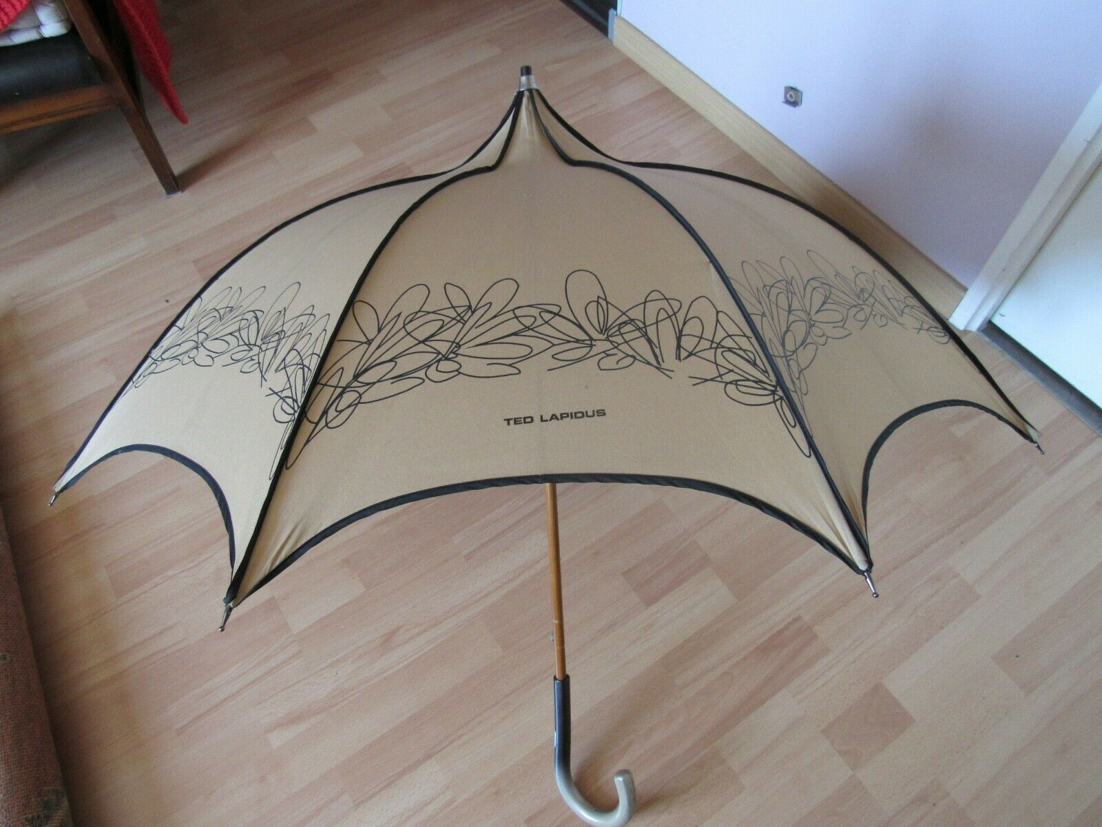 Ted lapidus parapluie canne pagode beige