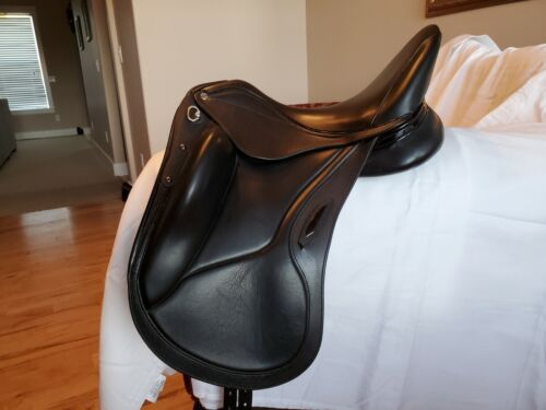 Aviar Rook Dressage Saddle