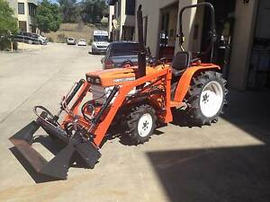 Kubota tractor 20hp diesel B1600DDT, 4wd with 4in1 loader Minto Campbelltown Area Preview