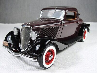 1/24 Scale 1933 Ford Deluxe Coupe Die Cast Model Car with Box Danbury Mint