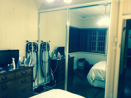 HOLLAND PARK Fully Furnished Room with double bed Holland Park Brisbane South West Preview