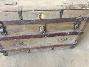 Vintage Trunk/Antique Chest