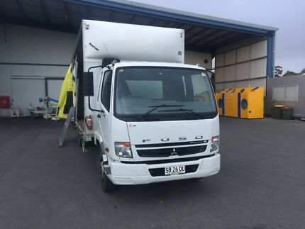 10 pallet tautliner truck with 2 tonne tailgate for sale