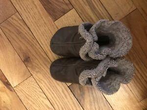 Robeez brown boots 12-18 months