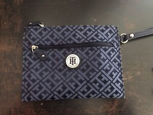 Tommy Hilfiger Double Zip Wristlet Cell Wallet