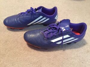 Men's size 9 Adidas outdoor soccer shoes