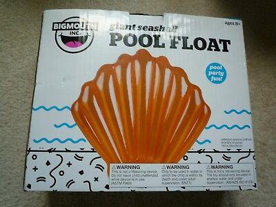Big Mouth Giant Seashell Pool -