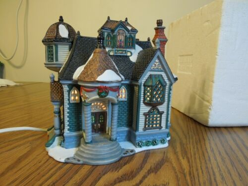 Lemax 2000 porcelain lighted Victorian House