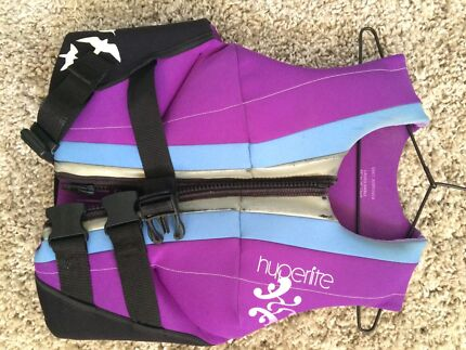 Womens life jacket - Small pfd 3 Bonnells Bay Lake Macquarie Area Preview