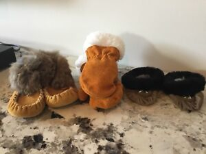 Baby mocassins and mitts