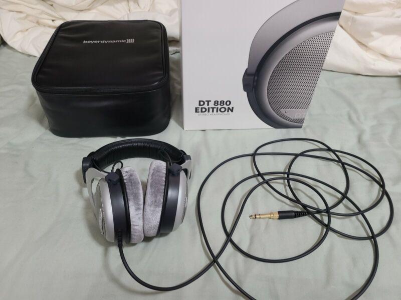 Beyerdynamic DT 880 Edition (600 Ohms) Headband Headphones - Gray/Silver