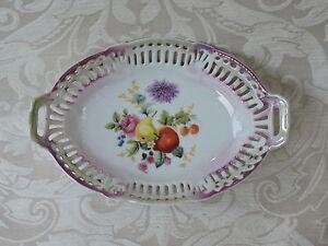 Vassoietto porcellana con traforo decorato con frutta e fiori policromi 1920