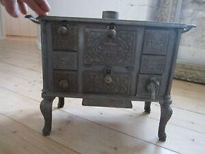 cuisiniere ancienne pour poupee fourneau marque suzette en. Black Bedroom Furniture Sets. Home Design Ideas