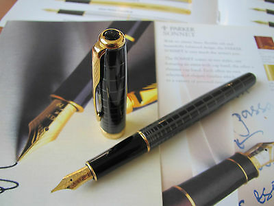 Parker Sonnet Dark Grey Lacquer 18kt Au Medium nib Fountain pen Mint