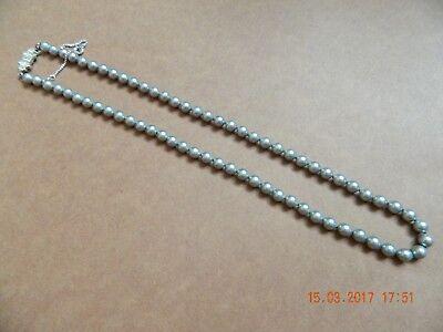 @@@ Wunderschöne Perlenkette Grau 46 cm lang Verschluss ist schön mit Punze@@@