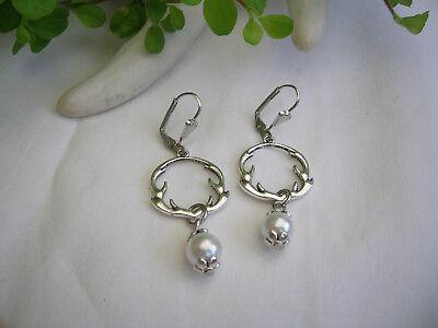 Ausgefallene Ohrringe mit Geweih-Ring + Perle antiksilber-weiß - Farbwahl