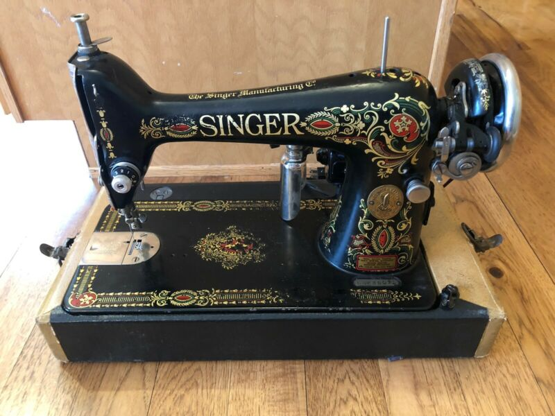 Vintage Singer Sewing Machine 1916  Serial G4643395 Beautiful Cosmetics