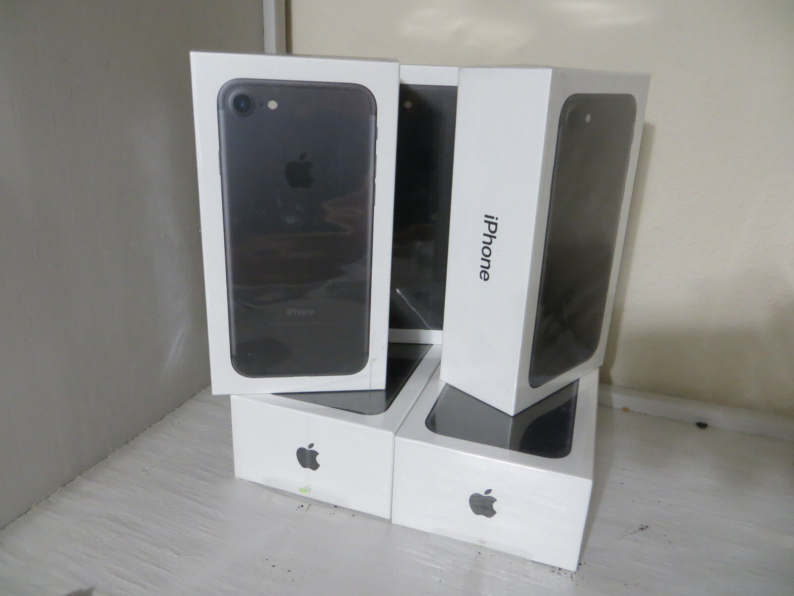 Brand NEW SEALED Apple iPhone 7 - 32GB - Black (AT&T) A1778 (GSM) 1 year Waranty