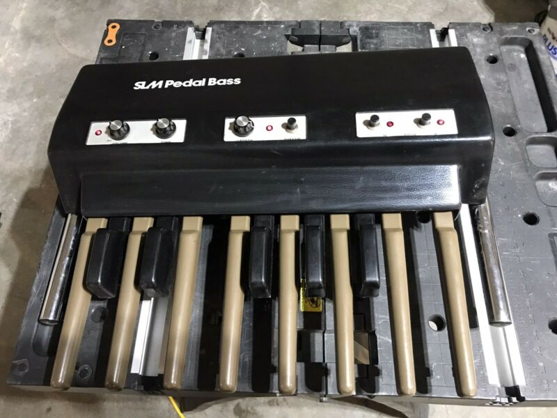 SLM Pedal Bass P-700 analog bass synthesizer made in Italy
