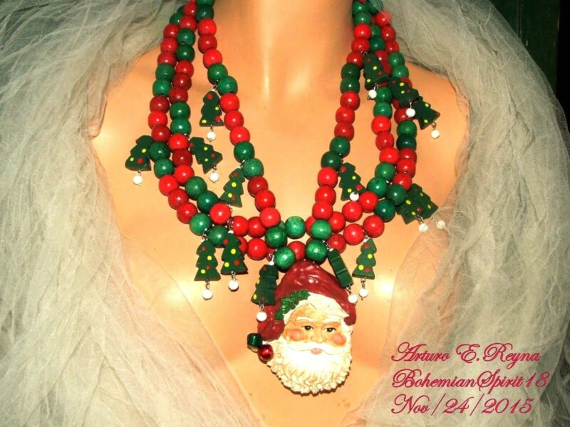 Arturo E.Reyna VINTAGE CHRISTMAS WOODEN CHARMS BEADS SANTA HANDCRAFTED NECKLACE