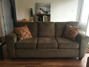 *NEW PRICE* Couch LIKE NEW condition!