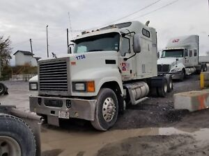 2014 Mack pinnacle
