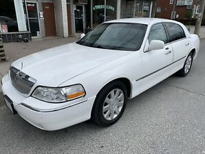 2008 Lincoln town car priced to sell fast