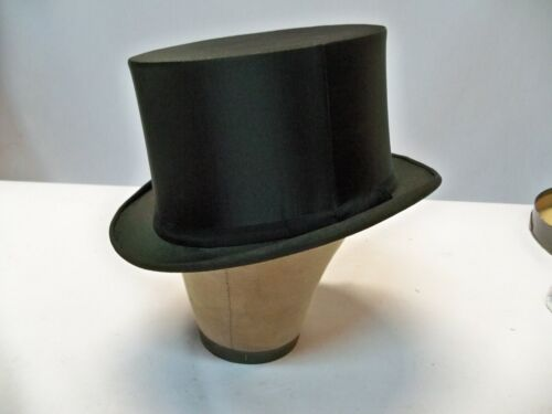 Vintage Flawless Collapsible Silk Satin Top Hat Working 7 3/8 Long Oval with box