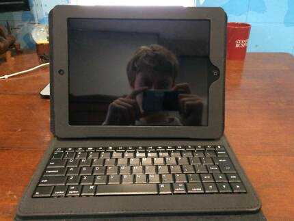 Used Ipad 2's with Keyboard case
