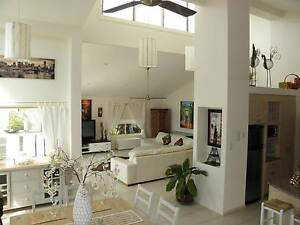 RENT ROOM SHARE HOME *Bills incl. Light filled high ceilings Mermaid Beach Gold Coast City Preview