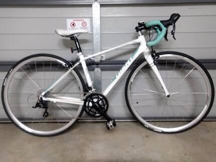 Giant Avail 3 XS womens road bike