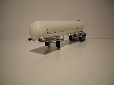 DCP FIRST GEAR 1/64 WHITE WITH CHROME FENDERS MISSISSIPPI ANHYDROUS TANKER