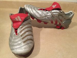Men's Adidas Outdoor Soccer Cleats Size 9.5