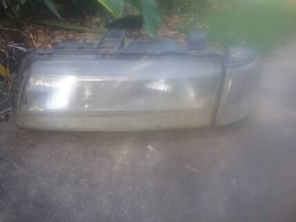 Vn commodore left passenger side headlight, indicator assembly Gateshead Lake Macquarie Area Preview