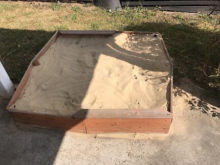 Free large sandpit