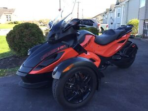 2012 Can Am Spyder, 2 year warranty still on it!