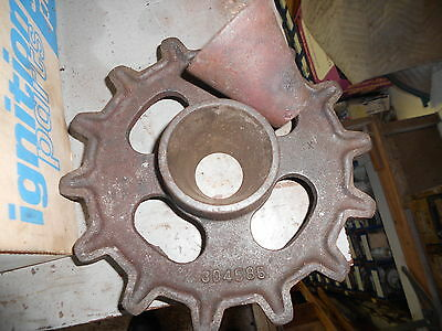 New Idea Corn Picker 324-325 - 304585 - 14t Chain Sprocket 300172 Cone