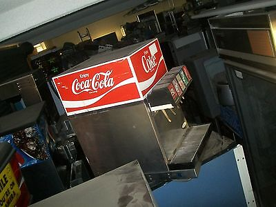 SODA DISPENSING MACHINE, SELF CONTAINED,REF.COMPLETE,115V,899 ITEMS ONE BAY