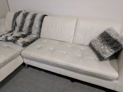 3.5 Old white leather couch with chase