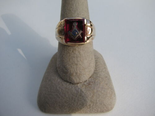 ANTIQUE VINTAGE HAND CARVED RED STONE MASONIC 10K GOLD RING SIZE 9 13.9 GRAMS