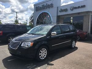 2010 Chrysler Town & Country Touring | DVD | BACK UP CAM | SUNRO