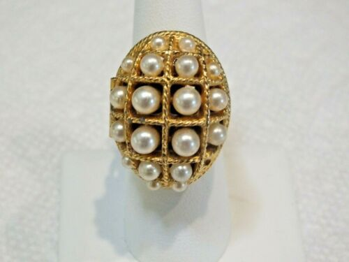 """VINTAGE 1970 AVON """"RING OF PEARLS PERFUME GLACE"""