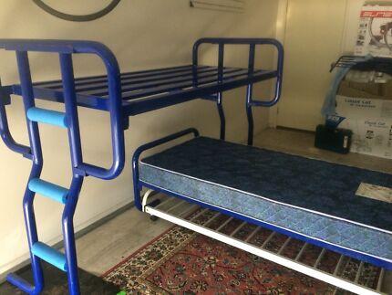 Bunk beds/single beds